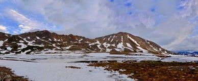 Burz chmury nad górami i odbicie w wodzie Obraz Royalty Free