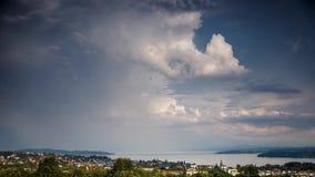 Burz chmury tworzy nad Jeziornym Constance, Niemcy - czasu upływ zbiory