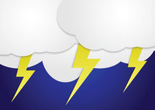Burz chmury z żółtymi błyskawicowymi ryglami Fotografia Stock