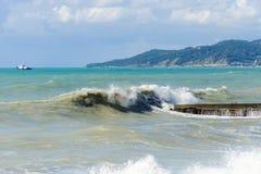 Burza falochron i przypływy zdjęcie royalty free