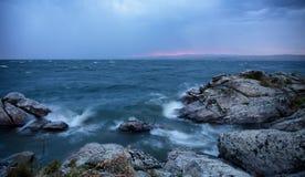 Burza nad dużym jeziorem Fotografia Royalty Free