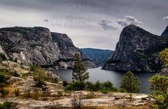 Burza nad Hetch Hetchy rezerwuarem, Yosemite park narodowy, Kalifornia fotografia stock