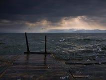 Burza nad jeziorem Zdjęcia Stock