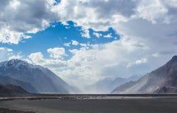 Burza piaskowa w Nubra dolinie Zdjęcia Stock