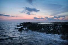Burza przypływ w nabrzeżnym Zdjęcia Royalty Free
