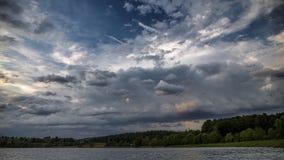 Burza tworzy nad lasowym czasu upływem zdjęcie wideo