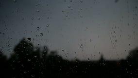 Burza z burzą na zewnątrz okno kropli szkła deszcz Błyskawicowy rozładowanie zdjęcie wideo