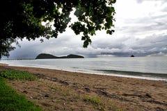 Burza zbliża się Palmową zatoczkę Australia zdjęcie stock
