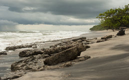 burzliwe na plaży zdjęcie stock