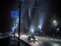 Burzowa śnieżna pogoda na moscie Zdjęcia Royalty Free