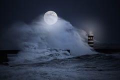Burzowa księżyc w pełni noc przy morzem Obrazy Royalty Free