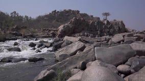 Burzowa rzeka w India zbiory wideo