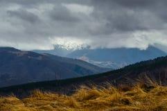 Burzowe wiosen góry Zdjęcia Stock