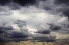 Burzowego niebo grzmotu nieba nieba grzmotu burzowy niebo zdjęcie stock