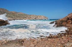 Burzowi morza przy Cala Carbo, Majorca fotografia stock