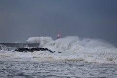 Burzowy ciemny seascape przy półmrokiem zdjęcie royalty free