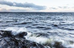 Burzowy dzień obok jeziora w Grudniu w Finlandia Zdjęcie Stock