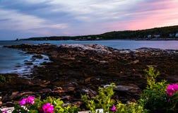 Burzowy lato zmierzchu niebo nad Długą zatoczką w Bristol, Maine Zdjęcia Stock