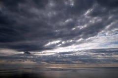 Burzowy niebo nad Adriatyckim morzem zdjęcie royalty free