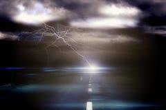 Burzowy niebo nad drogą z błyskawicą fotografia royalty free