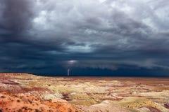 Burzowy niebo nad Malującą pustynią blisko Winslow, Arizona fotografia stock