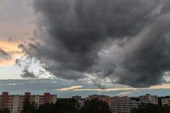 Burzowy niebo w Monachium, Neuperlach - Zdjęcie Royalty Free