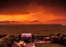 Burzowy wschód słońca nad ogródem Obraz Stock