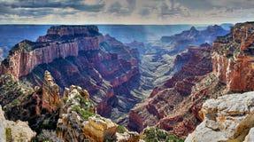 Burzy i słońca promienie nad Grand Canyon fotografia stock