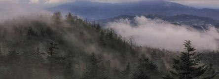 Burzy omijanie przez grań prowadzi wyspa w nieba Clingman kopuły wierza Fotografia Royalty Free