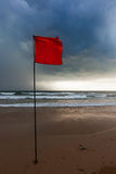 Burzy ostrzeżenia flaga na plaży Baga, Goa, India Fotografia Royalty Free