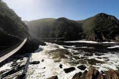 Burzy zawieszenia Rzeczny most, Wschodni przylądek, Tsitsikamma park narodowy, Południowa Afryka obrazy royalty free