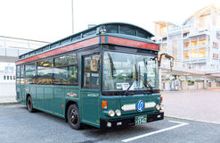 Bus d'annata di Cityloop di stile, trasporto pubblico nella città di Kobe, prefettura di Hyogo, Giappone Fotografia Stock