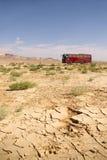 Bus d'entraîneur dans le désert Images stock