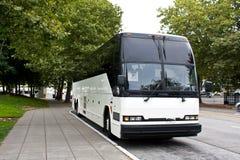 Bus d'excursion de attente Photos stock