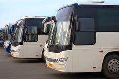 Bus de touristes sur le stationnement Image stock