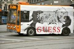 Bus de transport public en Italie photographie stock libre de droits