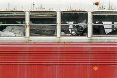 Bus dell'annata in pieno della priorità bassa della roba di rifiuto Immagine Stock