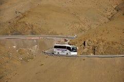 Bus in den Bergen, Marokko Stockbilder