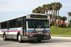 Bus der allgemeinen Durchfahrt Lizenzfreie Stockbilder