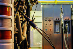 Bus an der CNG-Tankstelle Lizenzfreie Stockfotografie
