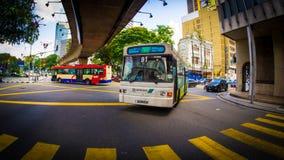 Bus der Nr. 91 tragen Kreuzung ein Lizenzfreie Stockfotografie
