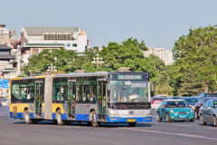 Bus di Bendi su Chang An Avenue, Pechino, Cina Fotografie Stock Libere da Diritti