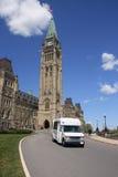 Bus di handicap sul Parlamento fotografia stock libera da diritti
