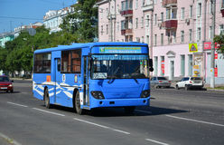 Bus, die naar komsomolsk-op-Amur reizen Royalty-vrije Stock Fotografie