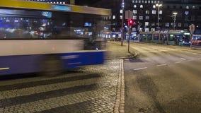Bus die zich bij nacht beweegt Royalty-vrije Stock Afbeelding