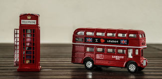 Bus e cabina telefonica di Londra Fotografie Stock