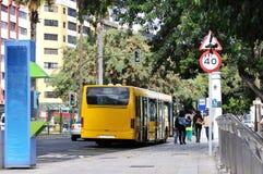 Bus in een stad Stock Foto