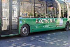 Bus elettrico con la batteria ricaricabile Fotografia Stock Libera da Diritti