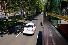Bus en taxi Madrid, Spanje Stock Afbeelding