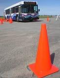 Bus et cône 4 de circulation Images libres de droits